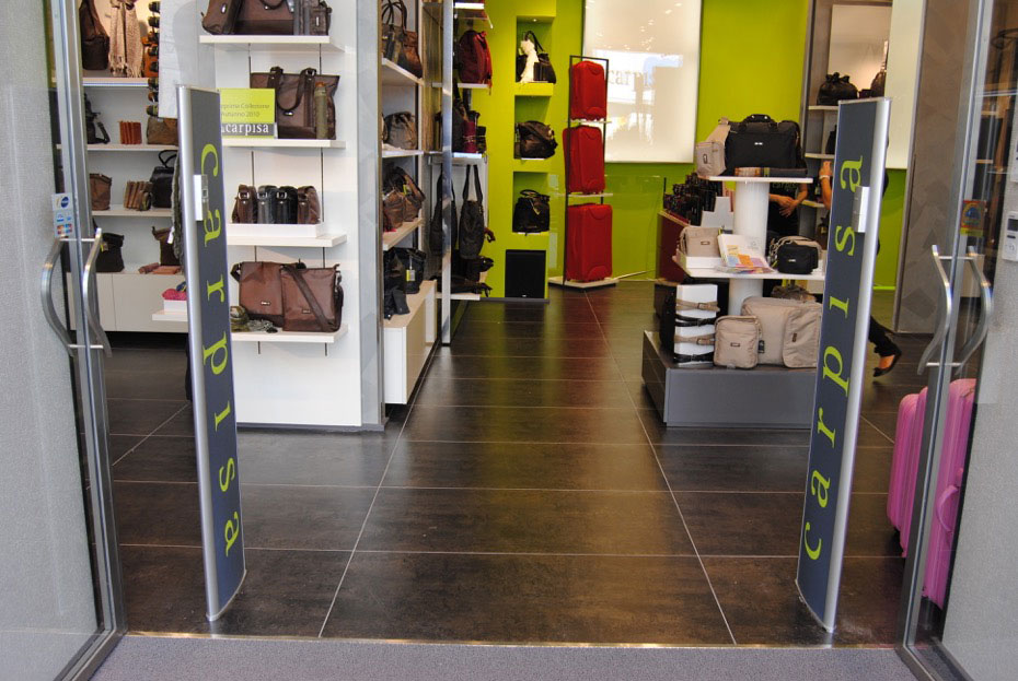 realizzazione di sistema anttiaccheggio per calzature
